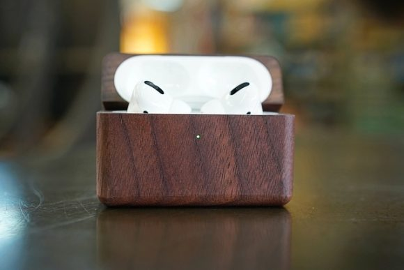 AirPods Pro用の木製ケース3