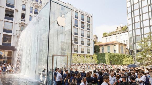 apple-milan-piazza-liberty_piazza-outdoor-que_07262018