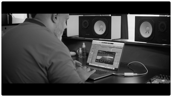 Apple 「In the studio with Grammy-nominated music producer Oak Felder」