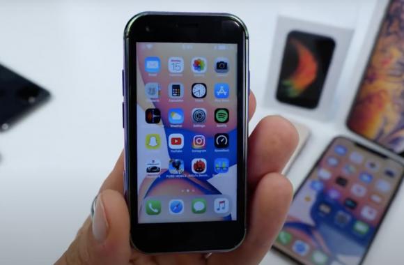 iPhone XS mini fake home