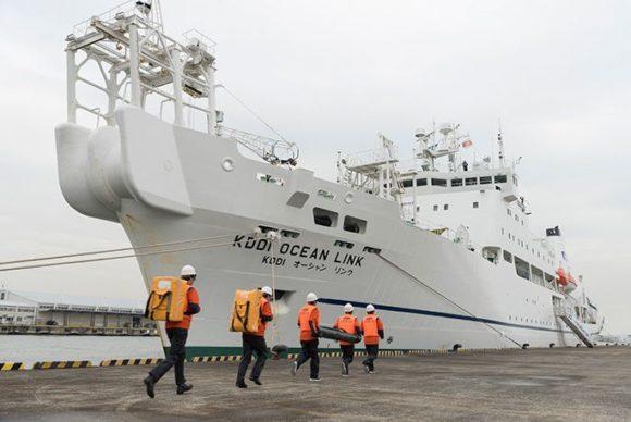 KDDI船舶型基地局