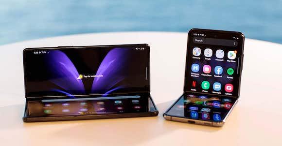 Samsung folable smartphone
